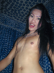 Hung and sprung Ladyboy whore Jenifer shorttimed on Soi 6
