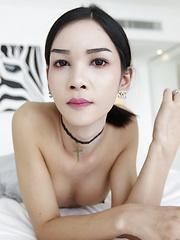 Thai ladyboy fashionista sucks white tourist cock