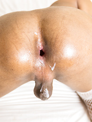 Bareback Love and Pushed in Creampie